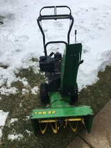 JOHN DEERE TRS22 ELECTRIC START 2 STAGE SNOW BLOWER 6 SPEEDS FORWARD AND 2 REVERSE in Chicago, Illinois