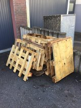 Wood.  Good condition.  For pick up in Stuttgart, GE