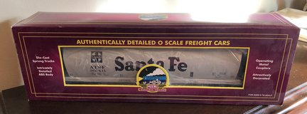 MTH Trains Santa Fe 4-bay Cylindrical Hopper Car 20-97421 in Westmont, Illinois
