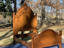 Queen Size Antique Bed in Fort Campbell, Kentucky