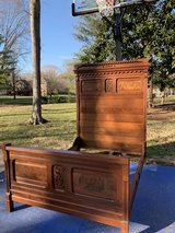 Full/Double Size Antique Bed in Fort Campbell, Kentucky