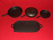 Vintage Cast iron Skillets Wagner Ware BSR Lodge Oval / Gate Mark in Oswego, Illinois