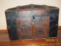 Antique Humpback Steamer Trunk in Alamogordo, New Mexico