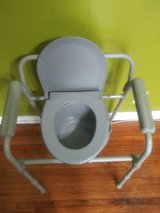 Portable potty chair great condition in Clarksville, Tennessee