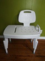 Shower transfer bench great condition in Fort Campbell, Kentucky