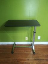 Bed side table great condition in Clarksville, Tennessee