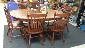 dining table w/two leaves and six chairs in Byron, Georgia