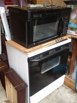 GE electric stove with mountable GE microwave (set) in Fort Lewis, Washington