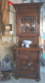 tiger oak Renaissance style hutch with stained glass in Stuttgart, GE
