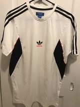Adidas Large T Shirt in Fort Belvoir, Virginia