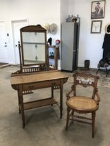 EASTLAKE VANITY AND CHAIR in Alamogordo, New Mexico