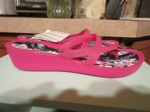 NWT Crocs Isabella Print Wedge SZ 10 in The Woodlands, Texas