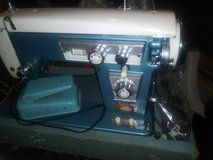 2 Old sewing Machines in Joliet, Illinois
