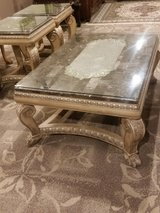 Coffee table with 2 end tables in Bolingbrook, Illinois