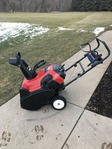 "TORO SNOWCOMMANDER 24"" SNOW BLOWER WITH HIGH OUTPUT MOTOR RUNS GREAT READY TO WORK. in Chicago, Illinois"