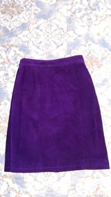 Purple suede leather skirt 5/6 in Warner Robins, Georgia