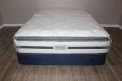 queen mattress- Beautyrest (boxspring included) in Spring, Texas