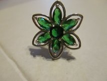 STERLING VINTAGE EMERALD GREEN PRONG SET FLOWER  RING SZ. 7 .5 in Cleveland, Texas