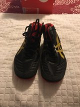 Men's ASICS Size 9 Wrestling Shoes in Fort Belvoir, Virginia