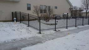 Fence/decks/pergola install and tree service in Chicago, Illinois
