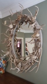 CUSTOM MADE AUTHENTIC ANTLERS HORNS OVAL  MIRROR  IN EXCELLENT CONDITION VERY WELL KEPT. in Kingwood, Texas