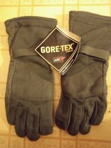 Cold weather flyers gloves in Fort Campbell, Kentucky