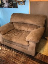 Love seat great condition in Conroe, Texas