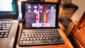 Logitech Type cover with backlight Ipad PRO 9.7 used once in Ramstein, Germany