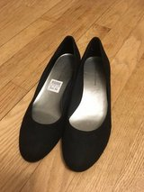 Brand New Shoes adult 5.5/kid 4 in Chicago, Illinois