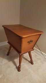 VINTAGE EARLY AMERICAN COLONIAL MAPLE DOUGH COLONIAL SIDE TABLE. in Kingwood, Texas