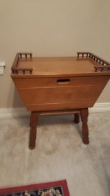 GREAT VINTAGE EARLY AMERICAN COLONIAL MAPLE END/SIDE TABLE in Kingwood, Texas