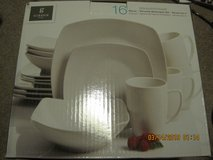GIBSON DINNERWARE SET 16 PIECES in Clarksville, Tennessee