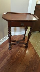 ANTIQUE MID-VICTORIAN OCTAGONAL END TABLE/SIDE LAMP TABLE. in Kingwood, Texas