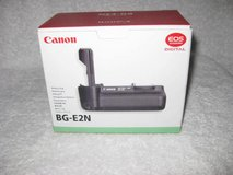 Canon Battery Grip & battery for EOR 50D, 40D, 30D or 20D in Okinawa, Japan
