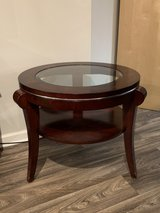 End Table - glass top - Like New in Bolingbrook, Illinois