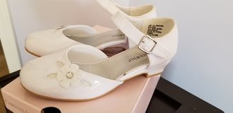 Girls white dress shoes in Naperville, Illinois