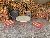 Patio table and 2 chairs in Alamogordo, New Mexico