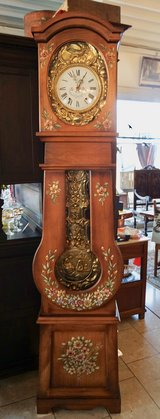 one of a kind grandfather clock with moving ornament in the pendulum in Stuttgart, GE