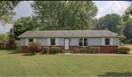House mulched , weeded , and bushes trim and removed in Clarksville, Tennessee