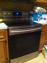 NEWER Samsung Electric Range/Convection Oven in Spring, Texas