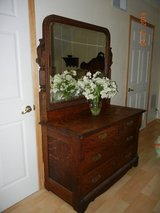 Substantial & Beautiful Antique Tiger Oak - Quartersawn Dresser w/Mirror - 1800's in Alamogordo, New Mexico