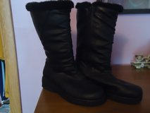 outbrook brand boots sz9 in Aurora, Illinois