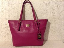 Authentic ANNE KLEIN tote in raspberry pebbled faux leather 100% Vegan in Yucca Valley, California