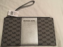 Michael Kors Large ZIP Clutch in Yorkville, Illinois