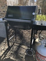 : ) Weber Gas Propane Grill.  w /Tank. in Bolingbrook, Illinois