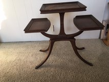 *** ANTIQUE 3-Tier table *** In Very Good  Condition in Tacoma, Washington