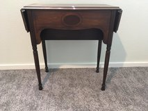 *** ANTIQUE TABLE *** In Very Good  Condition in Tacoma, Washington