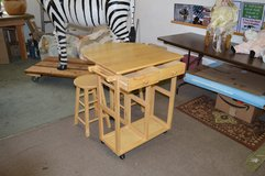 Drop Leaf Table Small Kitchen Table w/ 2 stools in Tacoma, Washington