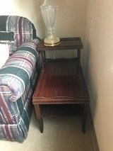 2 end tables and matching lamps in Bartlett, Illinois