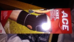 Knee brace new in box in Warner Robins, Georgia